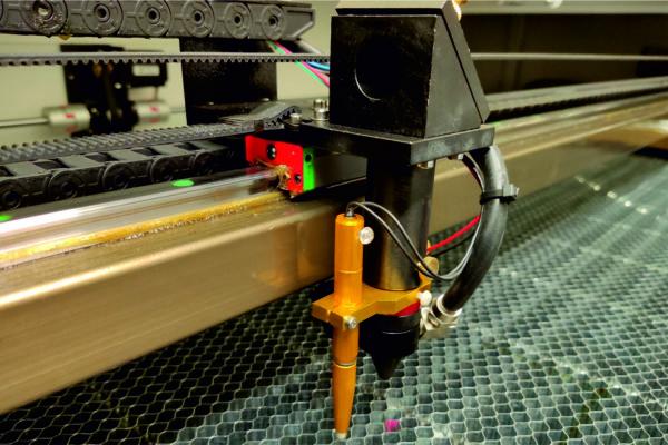 Ovili láser CO2 - OL-139 mesa cuchillas